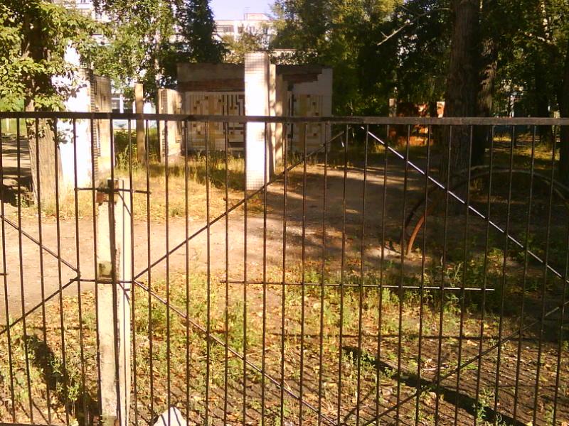 Новый забор и чистый двор