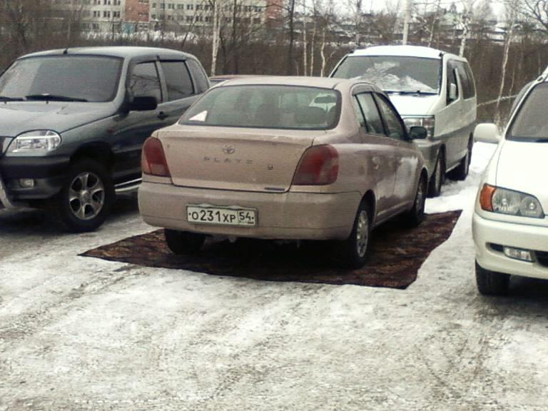 Машина на ковре
