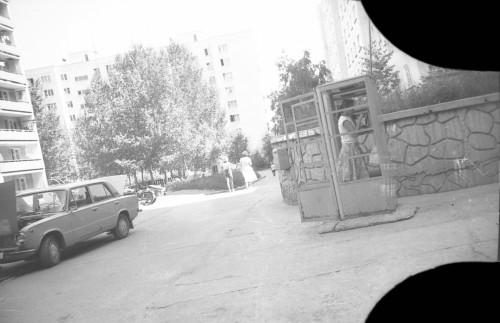 Телефонная будка возле 1 подъезда Русской, 25