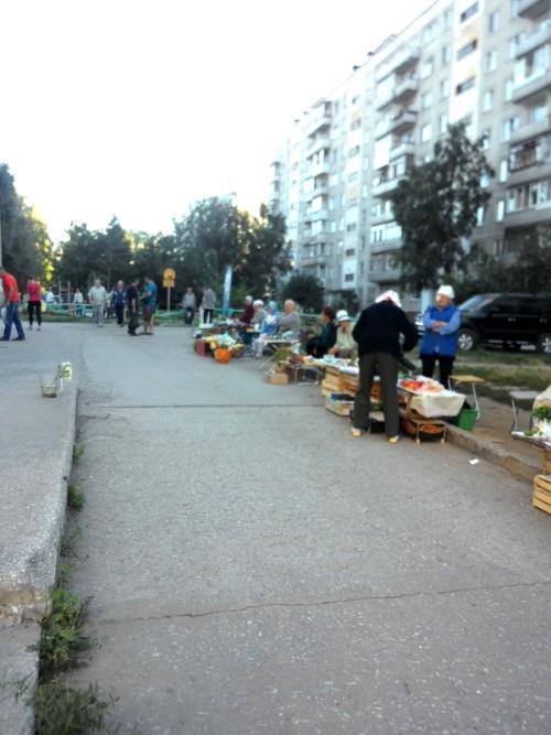 """Торговля у магазина """"Пивная застава"""""""